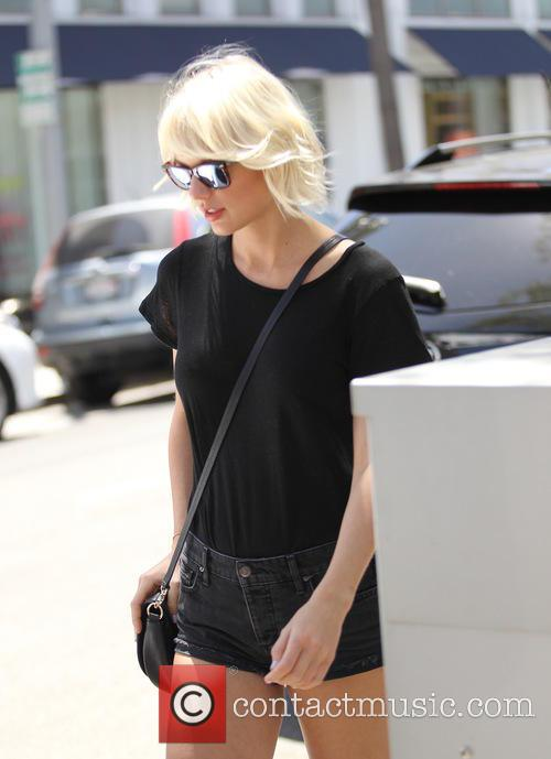 Taylor Swift, Taylor Swfit and Lily Aldridge 2