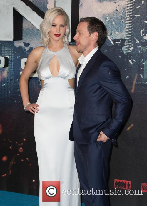 Jennifer Lawrence and Oscar Isaac 9