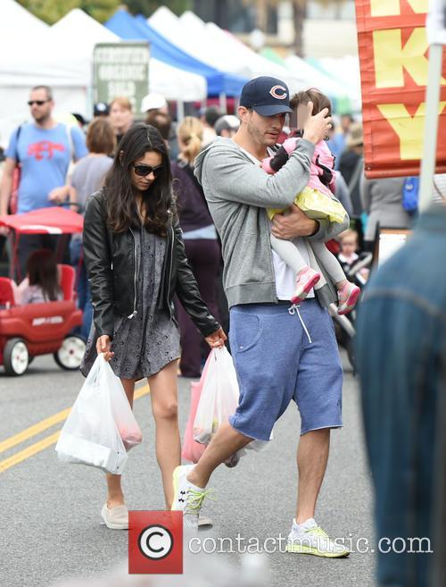 Ashton Kutcher, Mila Kunis and Wyatt Kutcher 7