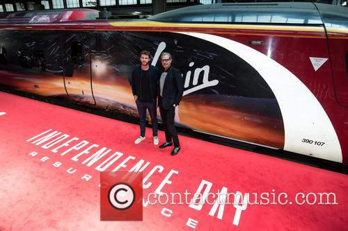 Liam Hemsworth and Jeff Goldblum 4