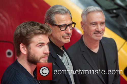 Liam Hemsworth, Jeff Goldblum and Roland Emmerich 9