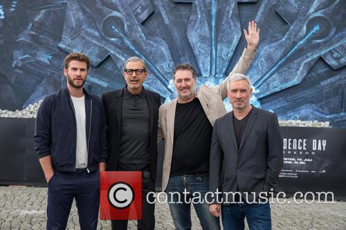 Chris Hemsworth, Jeff Goldblum and Roland Emmerich 4