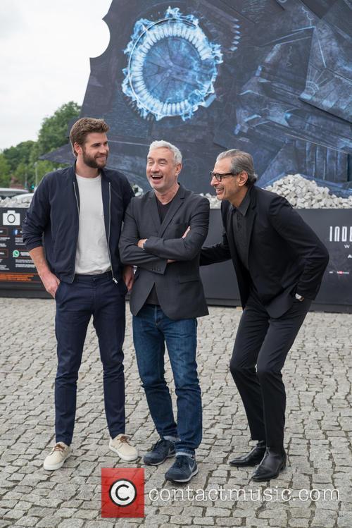 Chris Hemsworth, Roland Emmerich and Jeff Goldblum 5