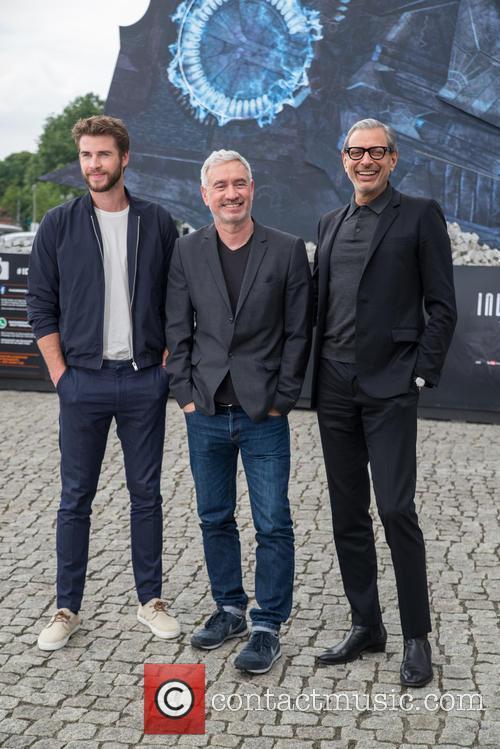 Chris Hemsworth, Roland Emmerich and Jeff Goldblum 6