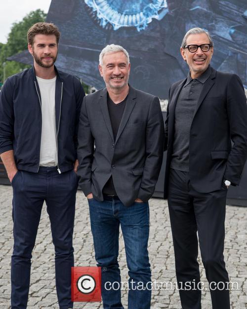 Chris Hemsworth, Roland Emmerich and Jeff Goldblum 7