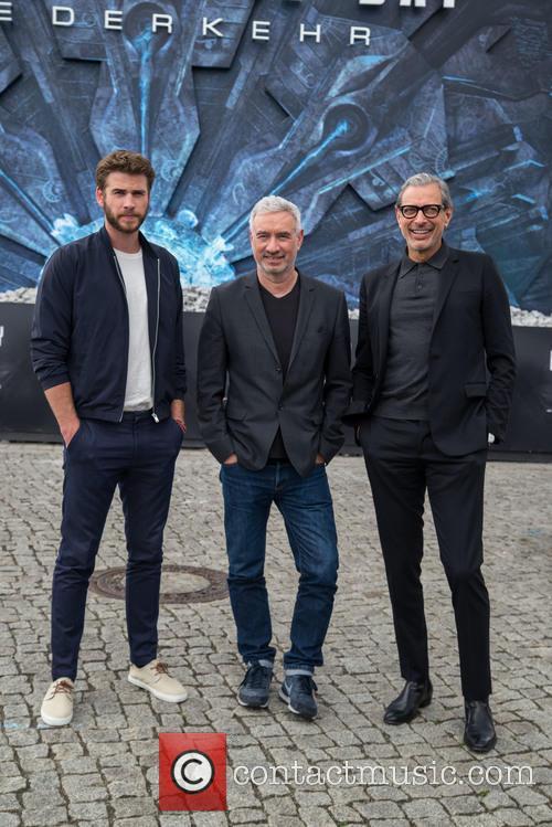 Chris Hemsworth, Roland Emmerich and Jeff Goldblum 10