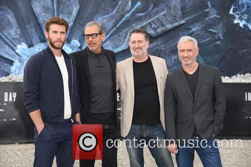 Liam Hemsworth, Jeff Goldblum, Harald Kloser and Roland Emmerich 5