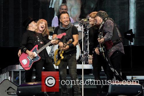Bruce Springsteen, Steven Van Zandt, Max Weinberg, Nils Lofgren, Patti Scialfa and Soozie Tyrell 2