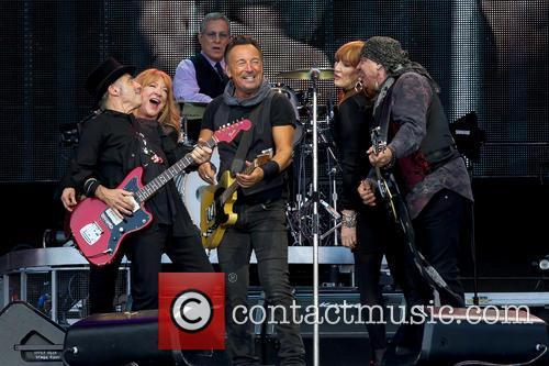 Bruce Springsteen, Steven Van Zandt, Max Weinberg, Nils Lofgren, Patti Scialfa and Soozie Tyrell 3