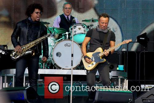 Bruce Springsteen, Max Weinberg and Jake Clemons 6