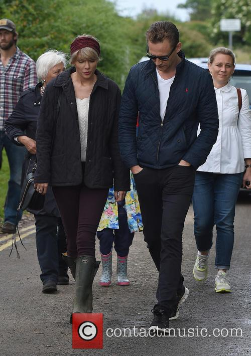 Taylor Swift and Tom Hiddleston 4