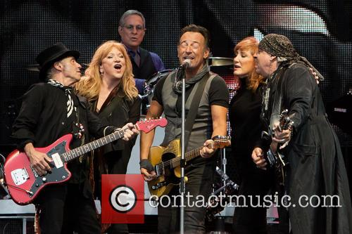 Bruce Springsteen, Nils Lofgren, Patti Scialfa, Steven Van Zandt, Max Weinberg and Soozie Tyrell 1