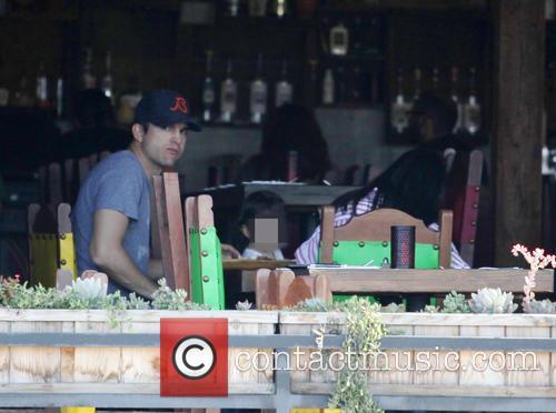 Ashton Kutcher, Mila Kunis and Wyatt Isabelle Kutcher 5