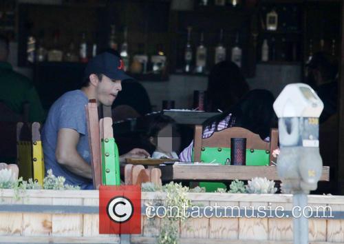 Ashton Kutcher, Mila Kunis and Wyatt Isabelle Kutcher 6