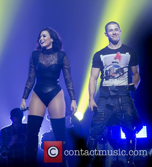 Demi Lovato and Nick Jonas 4