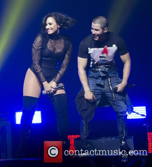 Demi Lovato and Nick Jonas 7