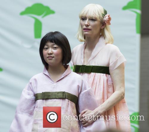 Seo-hyeon Ahn and Tilda Swinton 9