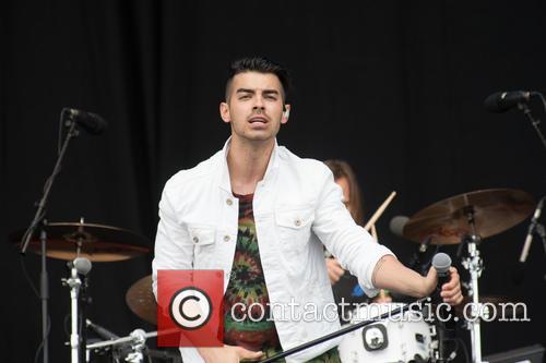 Dnce and Joe Jonas 9