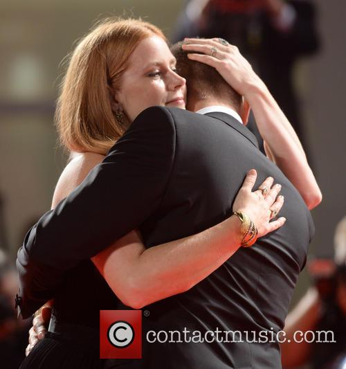 Amy Adams and Jeremy Renner 11