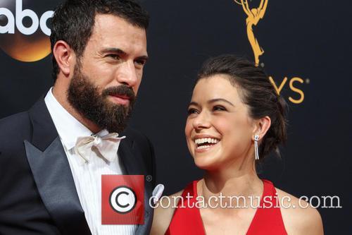 Tom Cullen and Tatiana Maslany 6