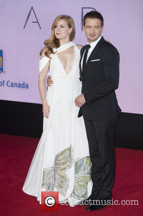 Amy Adams and Jeremy Renner 4