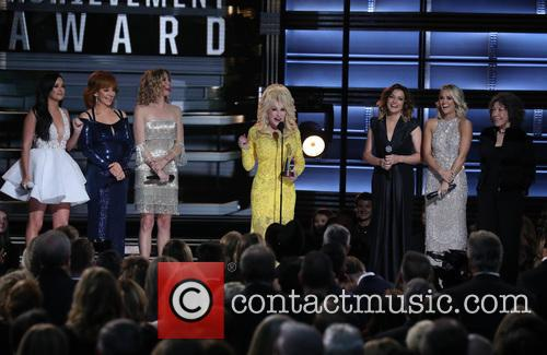 Kacey Musgraves, Reba Mcentire, Jennifer Nettles, Dolly Parton, Martina Mcbride and Carrie Underwood 10