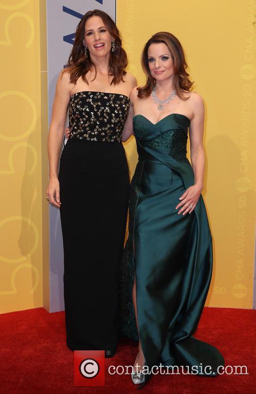 Jennifer Garner and Kimberly Williams-paisley 2