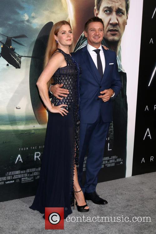 Amy Adams and Jeremy Renner 8
