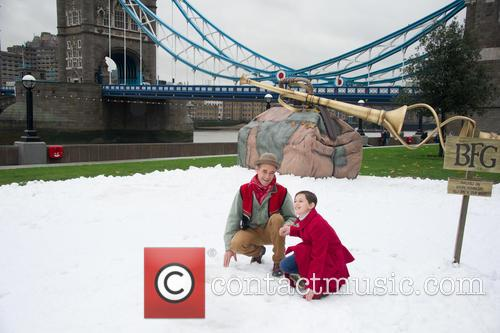 Mark Rylance and Ruby Barnhill 2