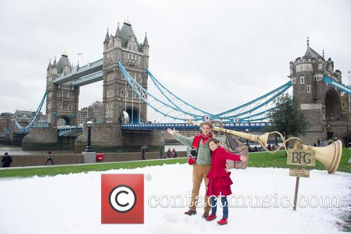 Mark Rylance and Ruby Barnhill 10