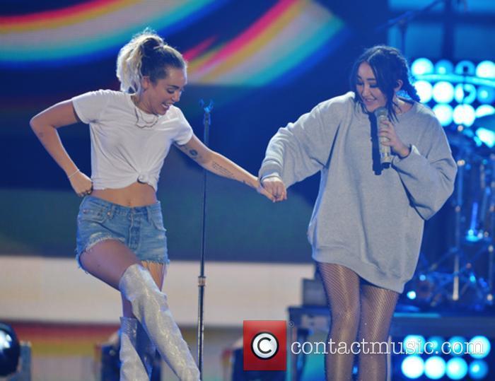 Miley Cyrus and Noah Cyrus 6