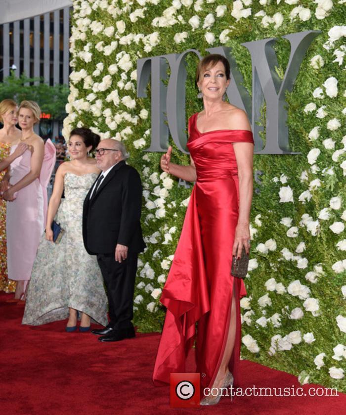 Cynthia Nixon, Lucy Devito, Danny Devito and Allison Janney
