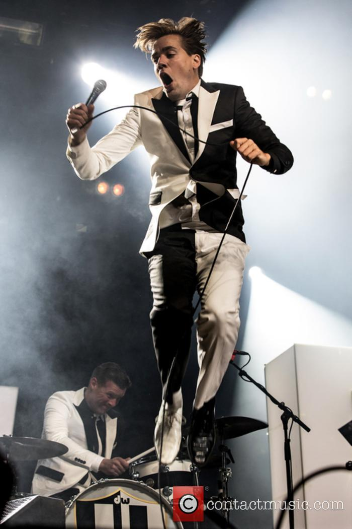 The Hives and Howlin' Pelle Almqvist 7