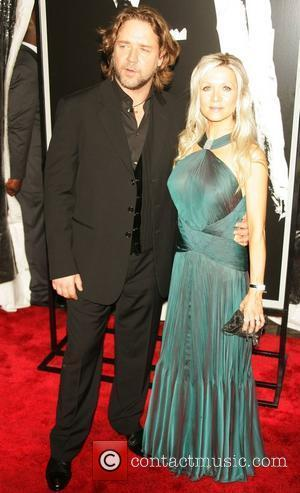 Russell Crowe and Danielle Spencer New York Premiere of 'American Gangster' at the Apollo Theater New York City, USA -...