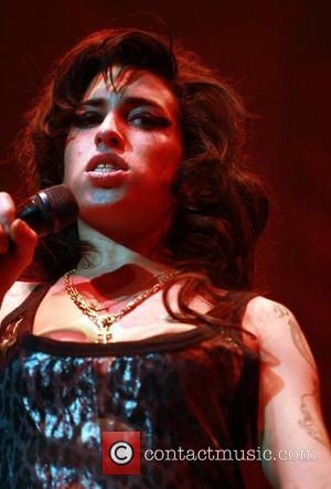 Winehouse Vows To Stop Missing Gigs After Father's Stern Words