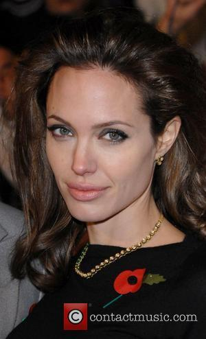 Angelina Loses Mother To Cancer