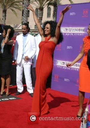 Diana Ross Sings At Her Ex-Husbands Funeral