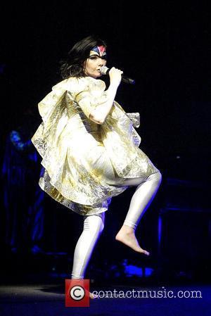 Bjork Stunned That People Still Talk About Oscars Swan Dress