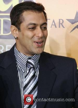Kapoor To Wait For Jailed Khan
