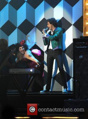 Mika Cancels Gigs Over Ear Infection