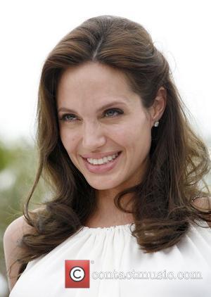 Jolie Terrified To Break Pregnancy News To De Niro