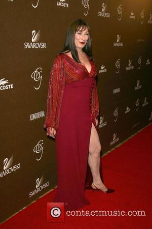 Huston Blasts Oscars For Honouring Ageing Stars