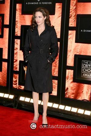 Jolie Still Grieves For Mother