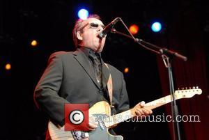 Costello Blasts U.k. Music Fans