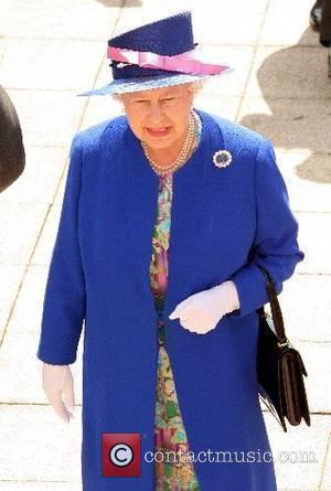 Rolf Harris To Paint The Queen