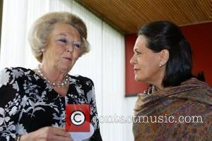 Queen Beatrix's Christmas Surgery