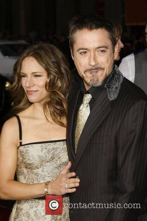 Downey Jr Gets Romantic With Wife On Chat Show