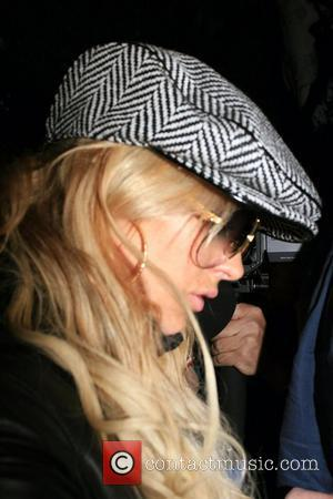 Lohan Defends Partying Mum
