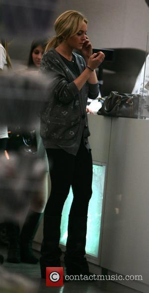 Lohan's Bodyguard On The Hunt For Kicking Paparazzo