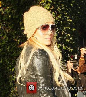 Lohan Wearing Alcohol Ankle Bracelet